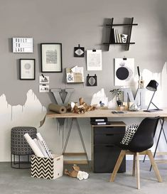 Love this graphic office styled by Liezel Norval-Kruger for Plascon Spaces Magazine Office Decor, Home Office, Half Painted Walls, Wall Design, House Design, Interior And Exterior, Interior Design, Ideias Diy, Living Room Paint