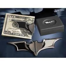 Batman The Dark Knight Rises Folding Batarang Gun Metal Money Clip - Entertainment Earth The Dark Knight Rises, Batman The Dark Knight, Doraemon, Batman Batarang, Dc Comics, Im Batman, Batman Room, Batman Cape, Superman