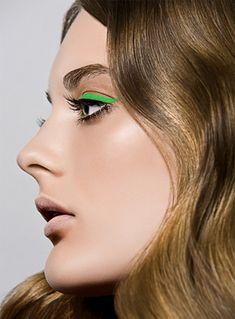 Delineado verde. Maquillaje