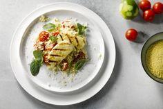 Halloumi, het wonderkaasje dat niet smelt wanneer je het bakt! Alleen dat is al een reden om het in huis te halen, want zeg nu zelf; goudbruin gebakken kaas op een broodje of in je salade, dat oogt toch niet alleen mooi, maar moet toch ook erg lekker zijn?