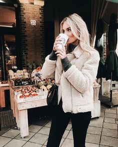 21 Teddy Bear Jacket & Coats Ideas Street Styles - Dont be a drag. just be a Queen:-) - Jackets Look Fashion, Fashion Outfits, Womens Fashion, Fashion Coat, Fashion 2018, Fall Fashion, Fashion Trends, Fall Winter Outfits, Autumn Winter Fashion