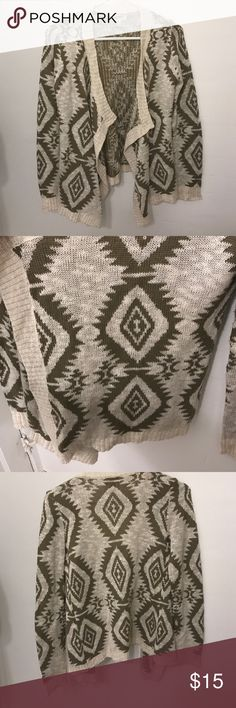 Sweater Arizona Jean Co. Open face brown and cream sweater. 100% acrylic, machine washable, and lay flat to dry so it keeps its shape. Arizona Jean Company Sweaters Shrugs & Ponchos