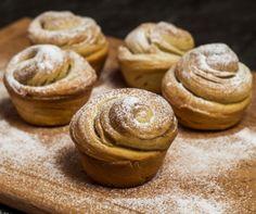 A croissant és a muffin házasításából született cruffin isteni reggelire, uzsonnára, töltelékekkel feldobva pedig egész nap fogyasztható kávéhoz, teához – vagy csak úgy, magában. Sweet Pastries, Muffin, Croissant, Peanut Butter, Bakery, Nap, Cookies, Breakfast, Food