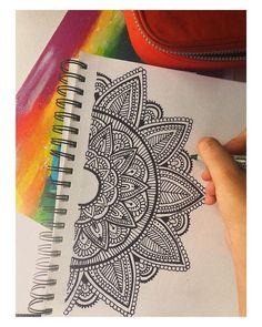 Mandala Doodle, Easy Mandala Drawing, Mandala Sketch, Mandala Art Lesson, Mandala Artwork, Doodle Art Drawing, Simple Mandala, Cool Art Drawings, Pencil Art Drawings
