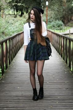 GRUNGE.FASHION.NIRVANA I adore the tartan/plaid look.