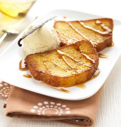 French toast with Madagascar vanilla ice-cream Pain Perdu Caramel, Gourmet Recipes, Healthy Recipes, Healthy Food, Beignets, Vanilla Ice Cream, Camembert Cheese, French Toast, Deserts