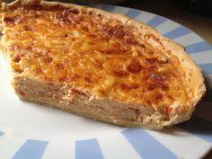 Esta deliciosa receta de quiche de atún está preparada con una base de masa de hojaldre. Deliciosa para el lunch de tus niños.