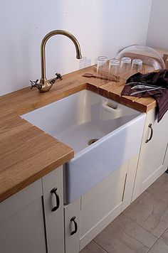 Belfast sink- I'm hoping to have something similar when my kitchen is finished!