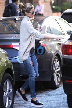 640e131e0f6 Olivia Palermo wearing Givenchy Antigona Bag and Sol Sana Tabbie Wedge