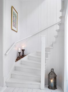 White painted stairs x Cottage Stairs, House Stairs, Hallway Inspiration, White Cottage, White Houses, White Decor, Home Fashion, Stairway, My Dream Home