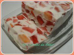 *O cantinho da Tila*: Sobremesa de gelatina, morangos e iogurte grego