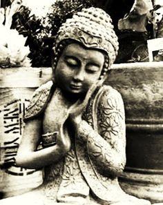 Buddha Lotus Buddha, Art Buddha, Buddha Peace, Buddha Decor, Buddha Zen, Buddha Buddhism, Yoga Room Design, Little Buddha, Gods And Goddesses