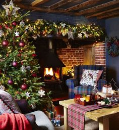 Looking for country Christmas decorating ideas? Let the magic of Christmas into every corner of your house and heart. Gather the season's deep winter colour palette of pine green, holly red and charcoal and decorate rooms with modern traditions... #countrychristmas #christmasdecorating #decoratingtrends