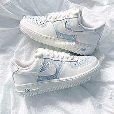 Cute Nike Shoes, Cute Sneakers, Nike Air Shoes, Shoes Cool, Sneakers Nike, Air Force One Shoes, Nike Air Force, Jordan Shoes Girls, Girls Shoes