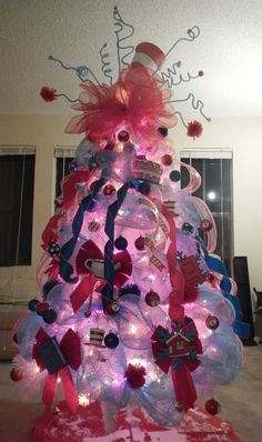 Nice 50 Picture Ideas-how to create a unique Christmas tree Cat Christmas Tree, How To Make Christmas Tree, Unique Christmas Trees, Christmas Shows, Christmas Tree Design, Office Christmas, First Christmas, Beautiful Christmas, Christmas Tree Ornaments