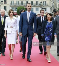 Mayor of Paris Anne Hidalgo (R) walks with Queen Letizia (2nd L) and King Felipe VI of Spain (C) and Spain's Foreign Affairs Minister Jose Manuel Garcia-Margallo (L) upon their arrival at the Paris City Hall on June 3, 2015. King Felipe VI is on a two-day state visit in France.   AFP PHOTO / POOL / REMY DE LA MAUVINIERE        (Photo credit should read REMY DE LA MAUVINIERE/AFP/Getty Images)