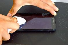 Truque simples e barato apaga os riscos da tela do celular