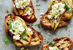Tartines grillées aux poires et à la ricotta #recette #tartines