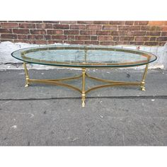 Oval Glass Coffee Table, Brass Coffee Table, Coffee Table Styling, Glass Table, Table Furniture, Furniture Ideas, Apartment Goals, Catio, Hollywood Regency