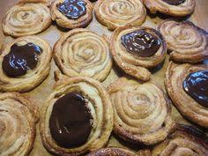FRANSKE SNEGLE, næsten som bagerens... uhm det vækker barndomsminder :)      (1 pk butterdej med 6 plader,giver 15 store snegle) 1 ru...