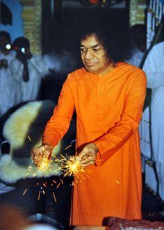 http://aravindb1982.hubpages.com/hub/Deepavali-Diwali-at-Prasanthi-Nilayam-Sri-Sathya-Sai-Baba-Memories-and-reminescences