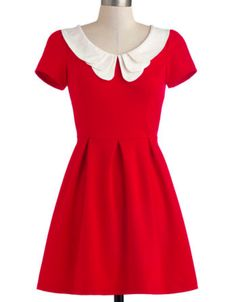 Vintage girl at heart! This super cute red sundress is the perfect balance between traditional 1940s fashion and modern style! Pretty in Red:: Vintage Fashion:: Retro Style:: Pin Up Girl Fashion