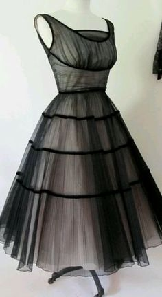 Vintage dress. I would so wear this!
