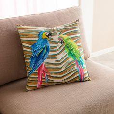 Για εσάς που σας αρέσουν τα πολύχρωμα σχέδια, η μαξιλαροθήκη Zazu 334 από το Gofis Home, φέρει tropical μοτίβο με τυπωμένα animal prints και παπαγάλους. Αγοράστε το στο designdrops με 10% έκπτωση! 💻 mydesigndrops.com ☎ 2351100200