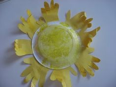 {Handmade Sun} I am smitten with this handmade sun. What a perfect way to brighten up the house during a dark & dreary winter day. I am so making one of these for our bay window.
