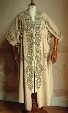 Evening Coat in wool beige with applications in velvet and blue embroidery.1909 Source