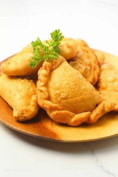 Filipino Empanada - Simply Bakings Vegetarian Side Dishes, Best Vegetarian Recipes, Asian Recipes, Snack Recipes, Chicken Empanada Recipe, Empanadas Recipe, Filipino Empanada, Vegan Fish, Kitchens