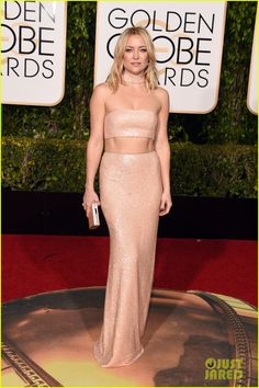 Kate Hudson Bares Some Midriff in Pink at Golden Globes 2016
