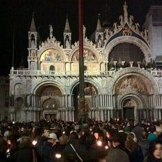#Basilica di #SanMarco #Venezia #manifestazione con #candele e #lumini #againstterrorism contro il #terrorismo