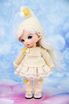 Dwarf set (cap, sweater, skirt, tights, legwarmers)