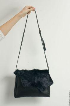 Купить Сумка не большая из натуральной кожи черная с натуральным мехом - черный, звериная расцветка