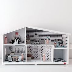 Lundby Smaland on designchaser Little Big House, Little Houses, Wooden Dollhouse, Diy Dollhouse, Wooden Dolls, Kids Doll House, Kid Spaces, Play Houses, Diy For Kids