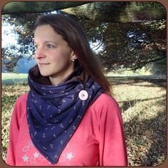 Wrap scarf - made by Mrs.- Leni Pepunkt wrap scarf with button. One made of jersey and fleece and one made entirely of jersey. Perfectly equipped for the cold days. With wrapping help Fleece Scarf, Diy Scarf, Cowl Scarf, Scarf Wrap, Diy Buttons, Cotton Fleece, Neck Scarves, Neck Warmer, Boutique