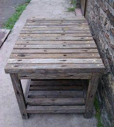 Mesa con varillas de alambrado Pallet Walls, Pallet Designs, Barbacoa, Wood, Table, House, Outdoor, Furniture, Home Decor