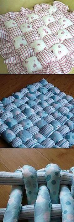 cojines voluminosos para las sillas y el suelo