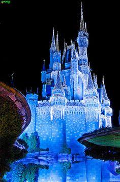 Icicle Castle - Walt Disney World - Magic Kingdom. Liberty Square Bridge Area - Cinderella Castle Icicle Dream Lights
