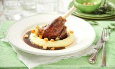 Recept: Jehněčí kolínko na červeném víně Pork, Meat, Kale Stir Fry, Pork Chops