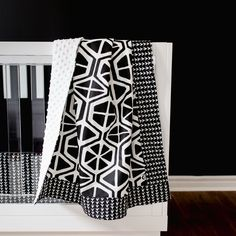 Modern Nursery Ideas: This black and white geometric pattern is so perfect for a modern black and white nursery design! This modern nursery bedding set is made of premium fabrics, free of harmful toxins & irritants, safe and gentle against baby's skin. Modern Baby Bedding, Baby Crib Bedding Sets, Nursery Modern, Crib Sets, Nursery Design, Nursery Decor, Nursery Ideas, Black White Nursery, Baby Boy Or Girl