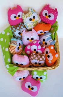 Omg Owl handwarmers Make these out of fleece and fill with rice = hand warmers, cold pack for boo-boos, or hot compresses for eyes! Kids Crafts, Cute Crafts, Crafts To Make, Arts And Crafts, Owl Crafts, Diy Projects To Try, Craft Projects, Project Ideas, Craft Ideas