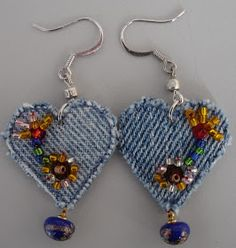 I have had time to play with more denim, taking it from a worn out pair of jeans. I made a second pair of earrings that I like a lot bet... Jeans Recycling, Recycle Jeans, Armband, Denim Bracelet, Denim Earrings, Heart Earrings, Bracelets, Fabric Jewelry, Fabric Beads