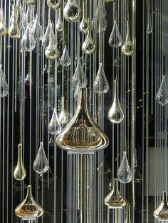 Vitrine Guerlain Idylle - septembre 2009 by JournalDesVitrines.com, via Flickr