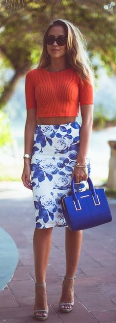 Blue rose pattern pencil skirt