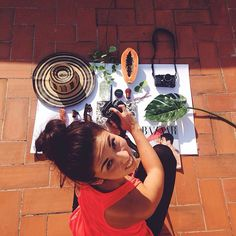 Behind the scenes! This is how we shoot our flatlays! I specially love this one we made for our papaya bag with all my Colombian treasures ❤️! Shop at: turquetahandmade.com #vscocam #handmade #fashion #shopping #papaya #flatlay #shopping #colombia