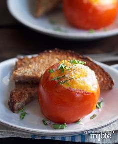Need a fun brunch idea for two? Our Cheesy Baked Eggs in Tomato Cups for Two recipe is cute, easy and yummy! Make Ahead Brunch Recipes, Healthy Brunch, Lunch Recipes, Breakfast Recipes, Brunch Drinks, Brunch Buffet, Cracker Barrel Cheese, Christmas Brunch Menu, Brunch Casserole