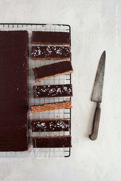 ... flapjacks chocolat noir et noix de coco ...