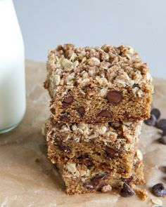 Chewy Chocolate Chip Blondies with Oatmeal Cookie Streusel I howsweeteats.com